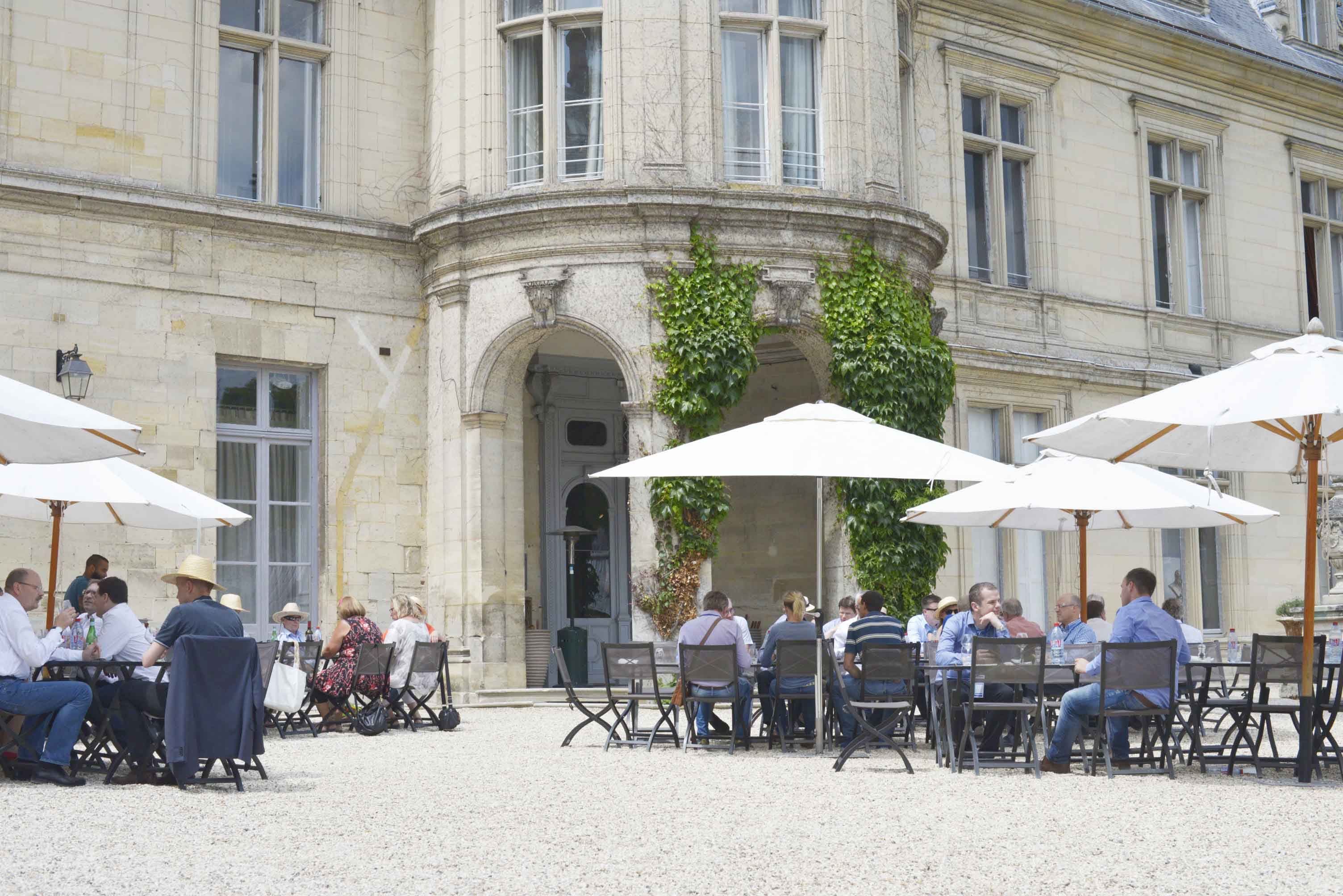 MGI World MGI Worldwide Europe Area Meeting 2015, Le Grand Mello, delegates outdoor lunch image